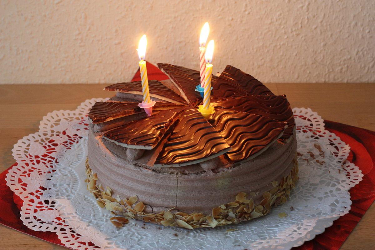 Resep Kue Ulang Tahun Coklat Untuk Orang Spesial Kalian !