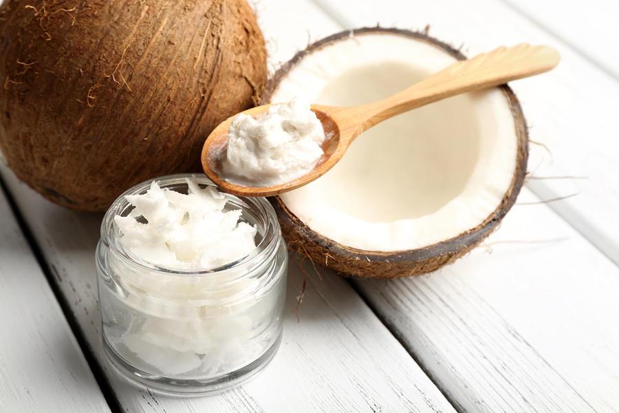 Manfaat Minyak Kelapa Untuk Kulit Wajah dan Kesehatan yang Wajib Kamu Ketahui